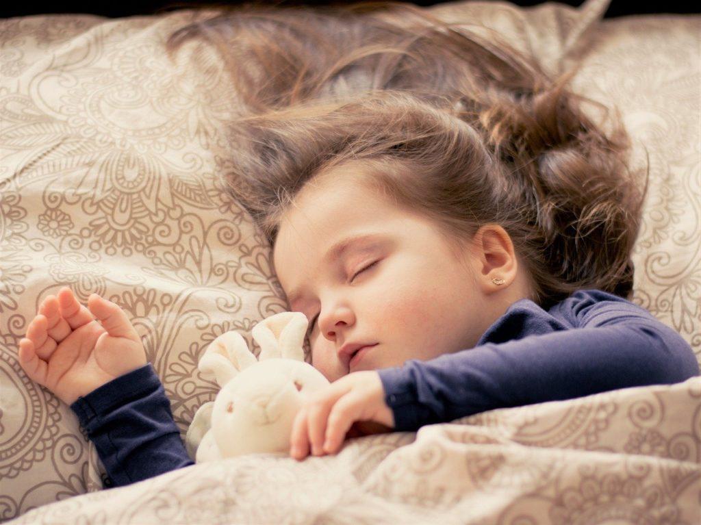 女の子の寝顔の画像
